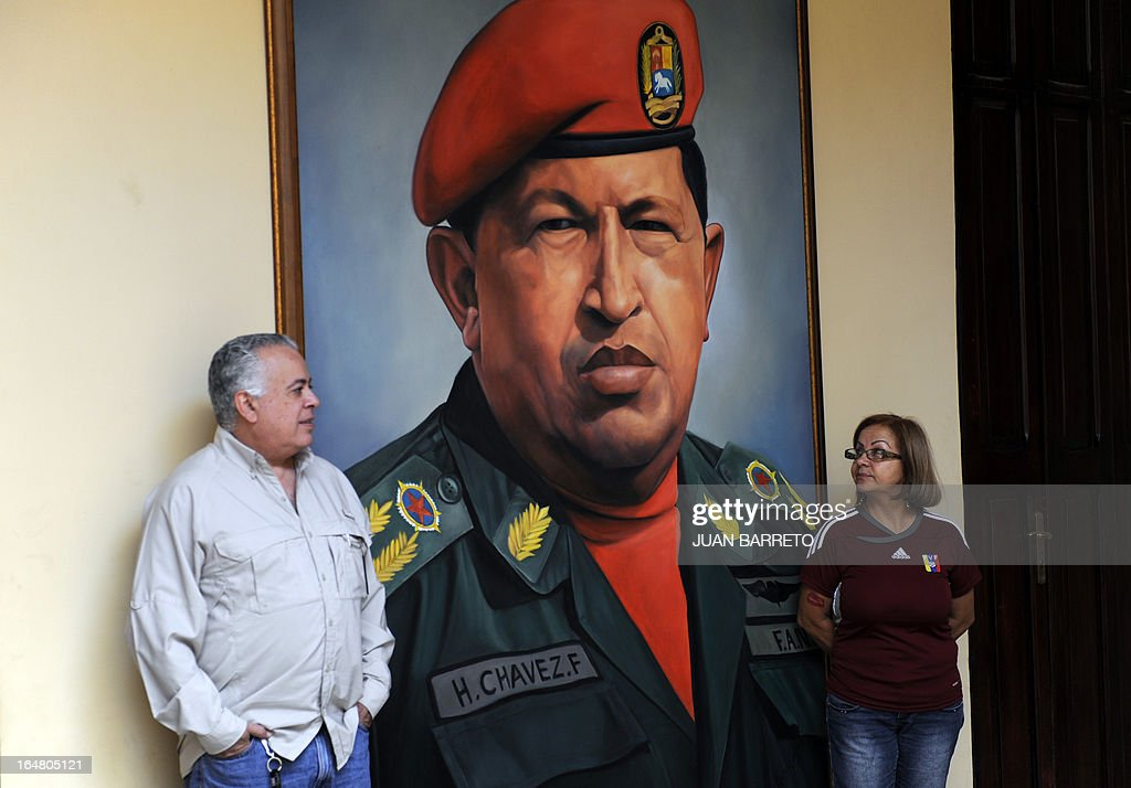 Venezuelans visit the Mountain Barracks (Cuartel de la Montana) where the remains of late Venezuelan President Hugo Chavez are staying in, in the 23 de Enero low income neighborhood in Caracas, on March 28, 2013. AFP PHOTO/JUAN BARRETO
