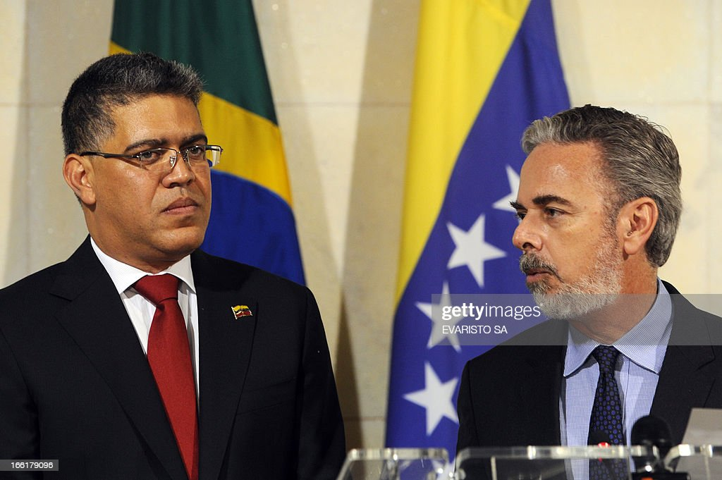 Venezuela's Foreign Minister Elias Jose Jaua (L) listens to his Brazilian counterpart Antonio Patriota during a press conference at Itamaraty Palace in Brasilia, on April 09, 2013. Jaua is on his first visit to Brazil and will attend the presentation of Venezuela's Simon Bolivar National Symphony Orchestra. AFP PHOTO / Evaristo SA