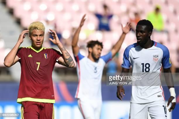 Venezuela's forward Adalberto Penaranda Maestre reacts beside US players Danny Acosta and Derrick Jones after failign to score during their U20 World...