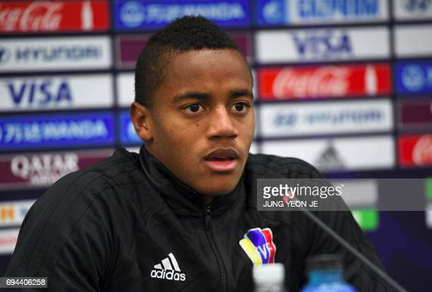 Venezuela's goalKeeper Wuilker Farinez speaks during a press conference ahead of the U20 World Cup final football match between Venezuela and England...
