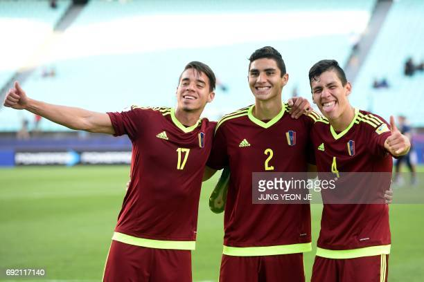 Venezuela's Josua Mejias Williams Velasquez and Nahuel Ferraresi pose after their U20 World Cup quarterfinal football match between Venezuela and the...