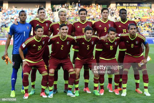 Venezuela's pose for photographs before the U20 World Cup final football match between England and Venezuela in Suwon on June 11 2017 / AFP PHOTO /...