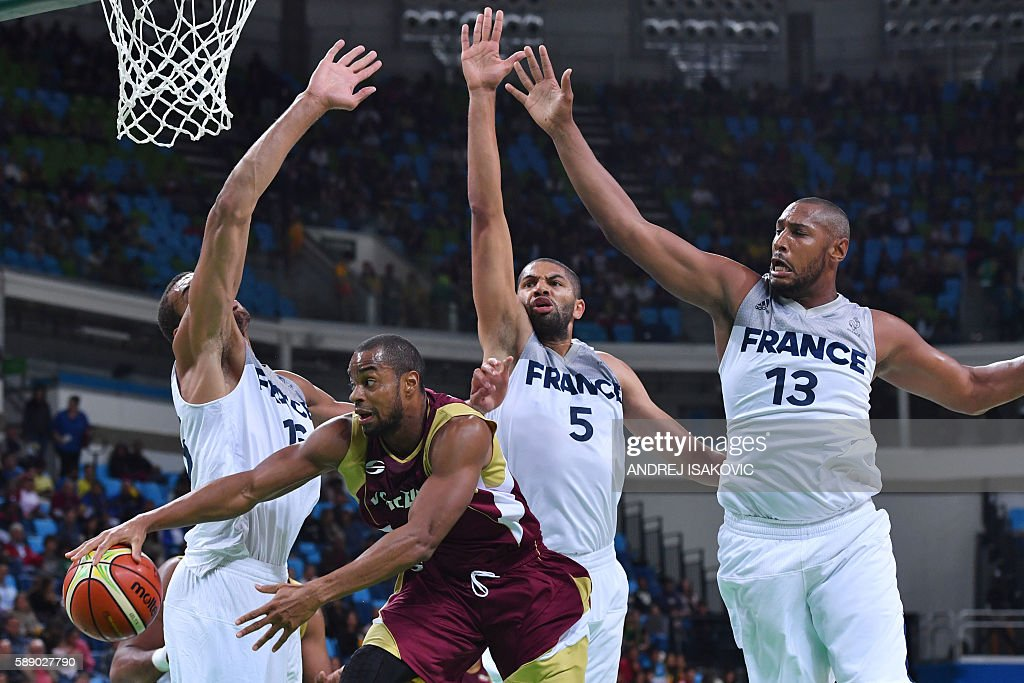 TOPSHOT Venezuela's power forward Nestor Colmenares is blocked by France's small forward Nicolas Batum and France's power forward Boris Diaw during a...