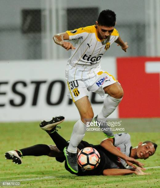 Venezuela's Zamora player Oscar Hernandez vies for the ball with Paraguay's Guarani player Antonio Marin during their Copa Libertadores 2017 football...