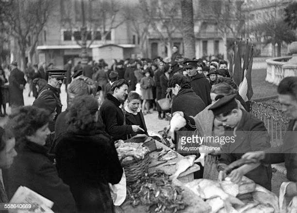 Vente aux encheres de poissons et crustaces au profit du Secours National organisme d'aide et de solidarite du gouvernement de Vichy a Toulon France...