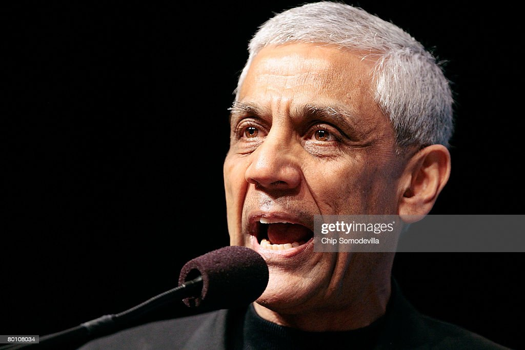 Venture capitalist and founder of Khosla Ventures and Sun Microsystems Vinod Khosla addresses a plenary session of the 2008 Washington International Renewable Energy Conference March 4, 2008 in Washington, DC. During the conference, which is sponsored by the U.S. government, the American Council on Renewable Energy called on the U.S. Congress to renew an existing federal tax credit for renewable-energy projects that is set to expire at the end of 2008.