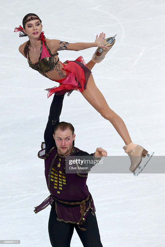 <a gi-track='captionPersonalityLinkClicked' href=/galleries/search?phrase=Vera+Bazarova&family=editorial&specificpeople=6740150 ng-click='$event.stopPropagation()'>Vera Bazarova</a> and Yuri Larionov of Russia compete in the Figure Skating Pairs Free Skating during day five of the 2014 Sochi Olympics at Iceberg Skating Palace on February 12, 2014 in Sochi, Russia.