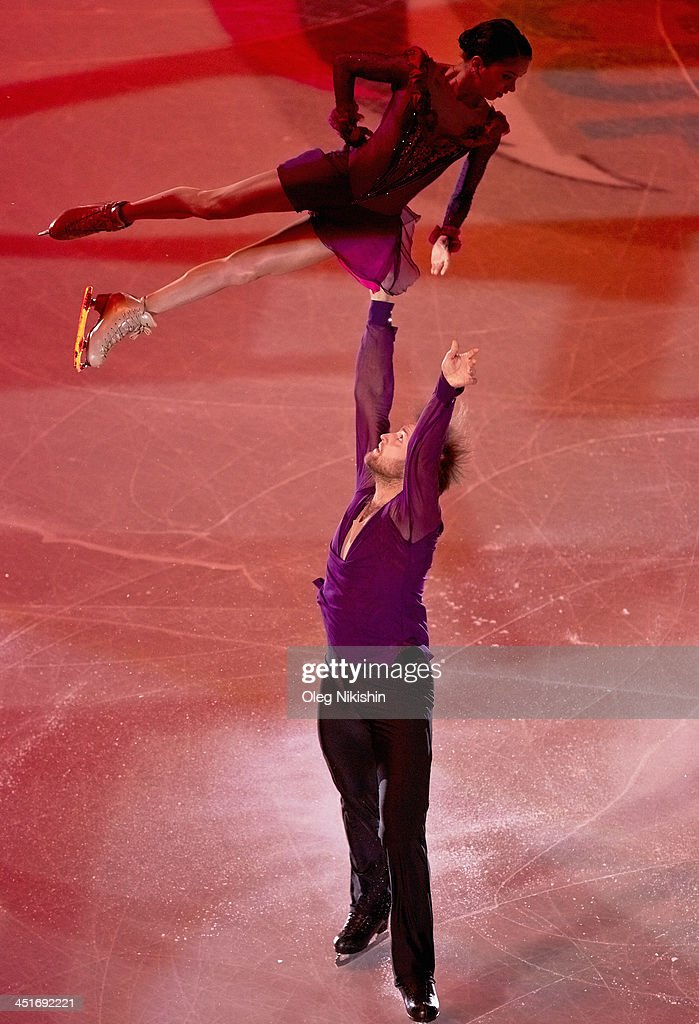<a gi-track='captionPersonalityLinkClicked' href=/galleries/search?phrase=Vera+Bazarova&family=editorial&specificpeople=6740150 ng-click='$event.stopPropagation()'>Vera Bazarova</a> and Yuri Larionov of Russia during the Gala Exhibition during ISU Rostelecom Cup of Figure Skating 2013 on November 24, 2013 in Moscow, Russia.