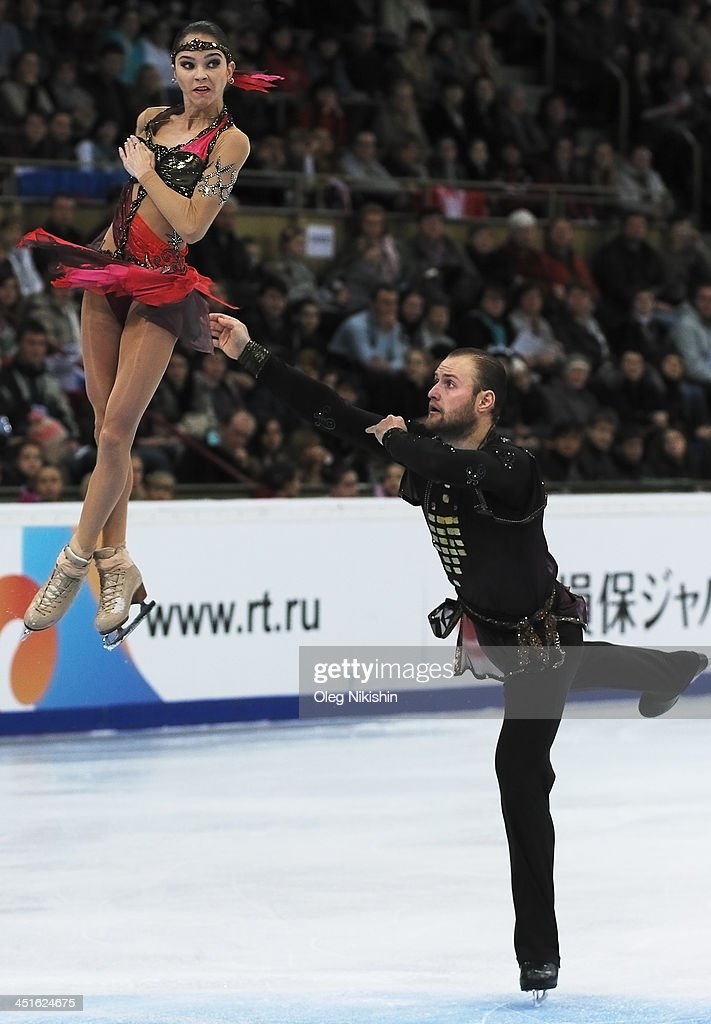 <a gi-track='captionPersonalityLinkClicked' href=/galleries/search?phrase=Vera+Bazarova&family=editorial&specificpeople=6740150 ng-click='$event.stopPropagation()'>Vera Bazarova</a> and Yuri Larionov of Russia skate in the Pairs Free Skating during ISU Rostelecom Cup of Figure Skating 2013 on November 23, 2013 in Moscow, Russia.