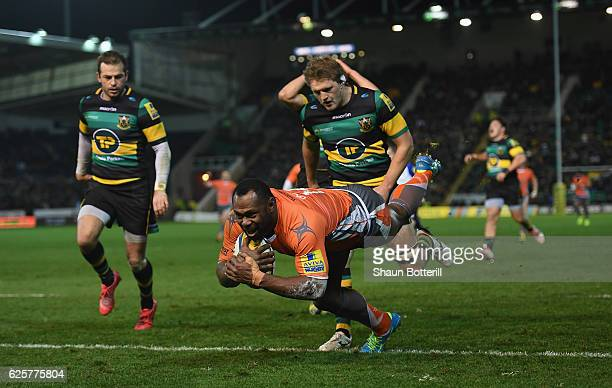 Vereniki Goneva of Newcastle Falcons scores a try during the Aviva Premiership match between Northampton Saints and Newcastle Falcons at Franklin's...