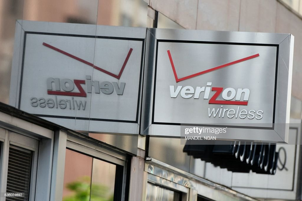 A Verizon sign is seen above a store front on May 31, 2016 in Washington, DC. Verizon has reached a tentative deal with unions that could end a weekslong strike and will see about 36,000 workers get a raise over the next three years, the US telecoms giant said May 30, 2016. / AFP / Mandel Ngan