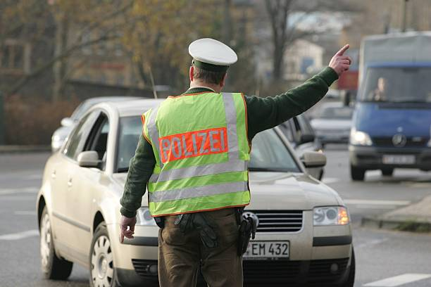 Verkehrspolizei: Polizist regelt den Verkehr Pictures | Getty Images