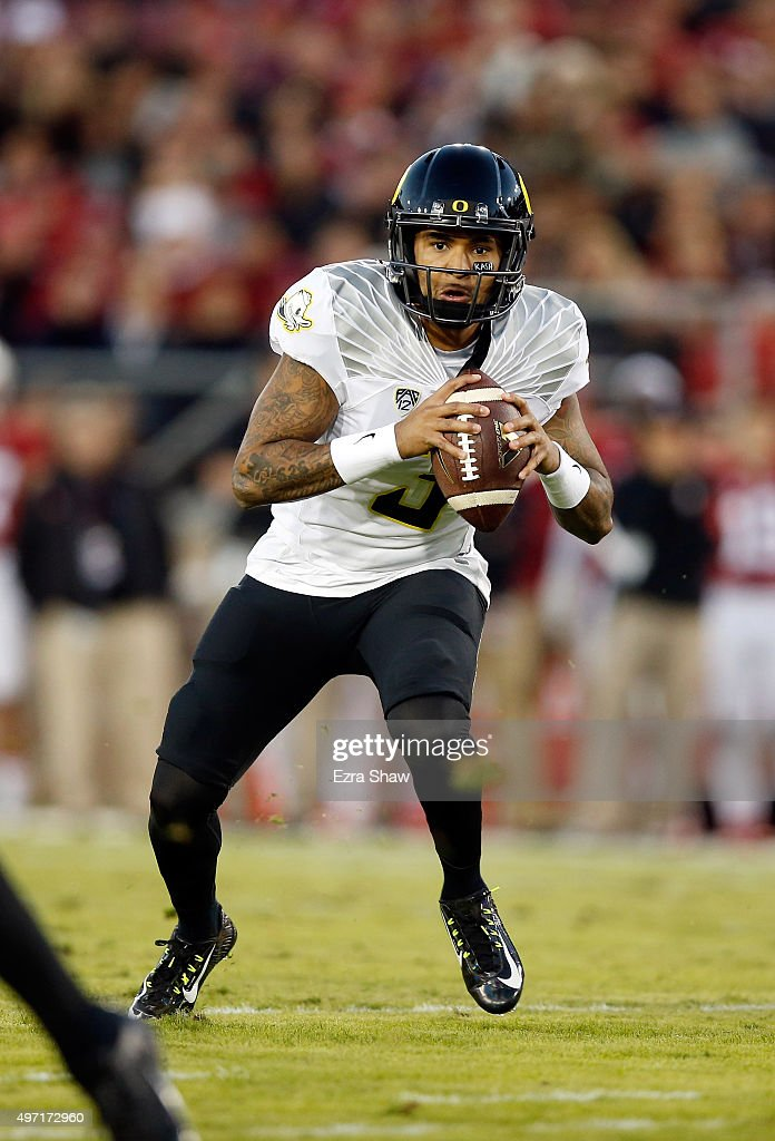 Vernon Adams Jr  Of The Oregon Ducks Runs With The Ball Against The