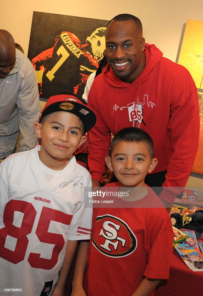 <a gi-track='captionPersonalityLinkClicked' href=/galleries/search?phrase=Vernon+Davis&family=editorial&specificpeople=592553 ng-click='$event.stopPropagation()'>Vernon Davis</a> hosts The <a gi-track='captionPersonalityLinkClicked' href=/galleries/search?phrase=Vernon+Davis&family=editorial&specificpeople=592553 ng-click='$event.stopPropagation()'>Vernon Davis</a> Foundation For The Arts Christmas Toy Give Away at <a gi-track='captionPersonalityLinkClicked' href=/galleries/search?phrase=Vernon+Davis&family=editorial&specificpeople=592553 ng-click='$event.stopPropagation()'>Vernon Davis</a> Art Gallery on December 21, 2013 in San Jose, California.
