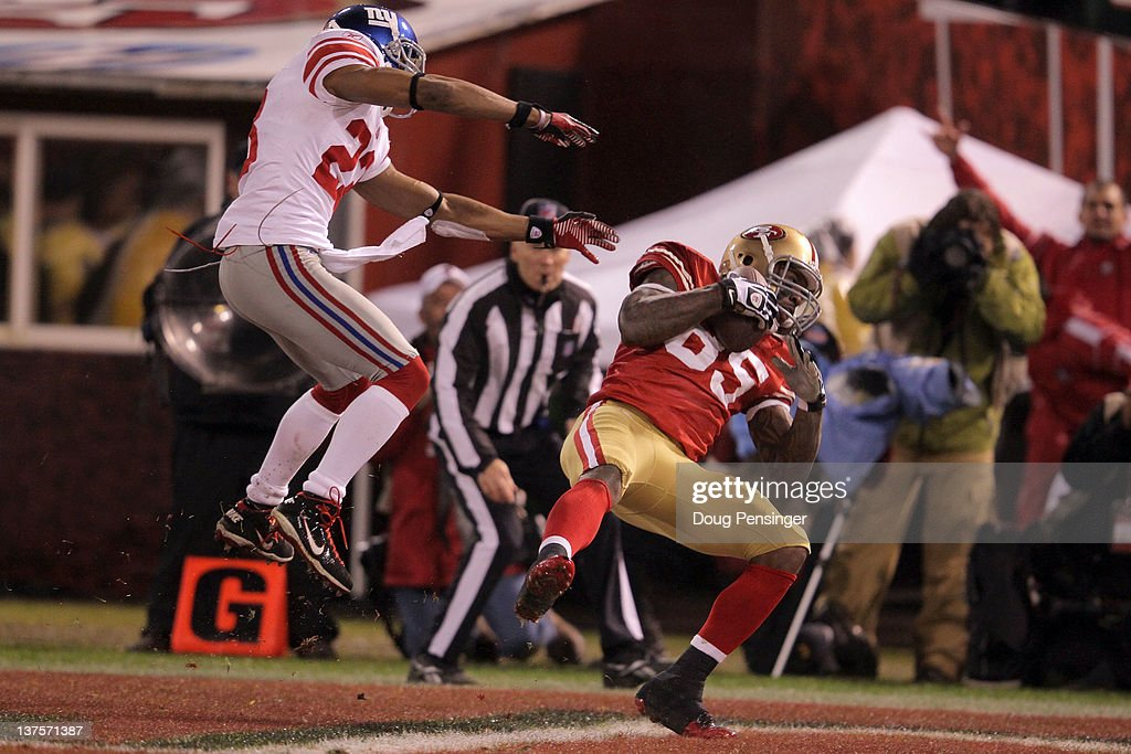 <a gi-track='captionPersonalityLinkClicked' href=/galleries/search?phrase=Vernon+Davis&family=editorial&specificpeople=592553 ng-click='$event.stopPropagation()'>Vernon Davis</a> #85 of the San Francisco 49ers catches a 28-yard touchdown pass in the third quarter against <a gi-track='captionPersonalityLinkClicked' href=/galleries/search?phrase=Corey+Webster&family=editorial&specificpeople=664907 ng-click='$event.stopPropagation()'>Corey Webster</a> #23 of the New York Giants during the NFC Championship Game at Candlestick Park on January 22, 2012 in San Francisco, California.