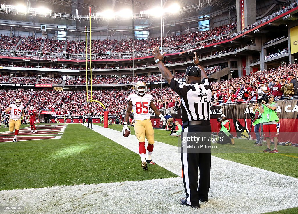 Vernon Davis of the San Francisco 49ers catches a 3 yard touchdown pass from Colin Kaepernick against the Arizona Cardinals in the first quarter...