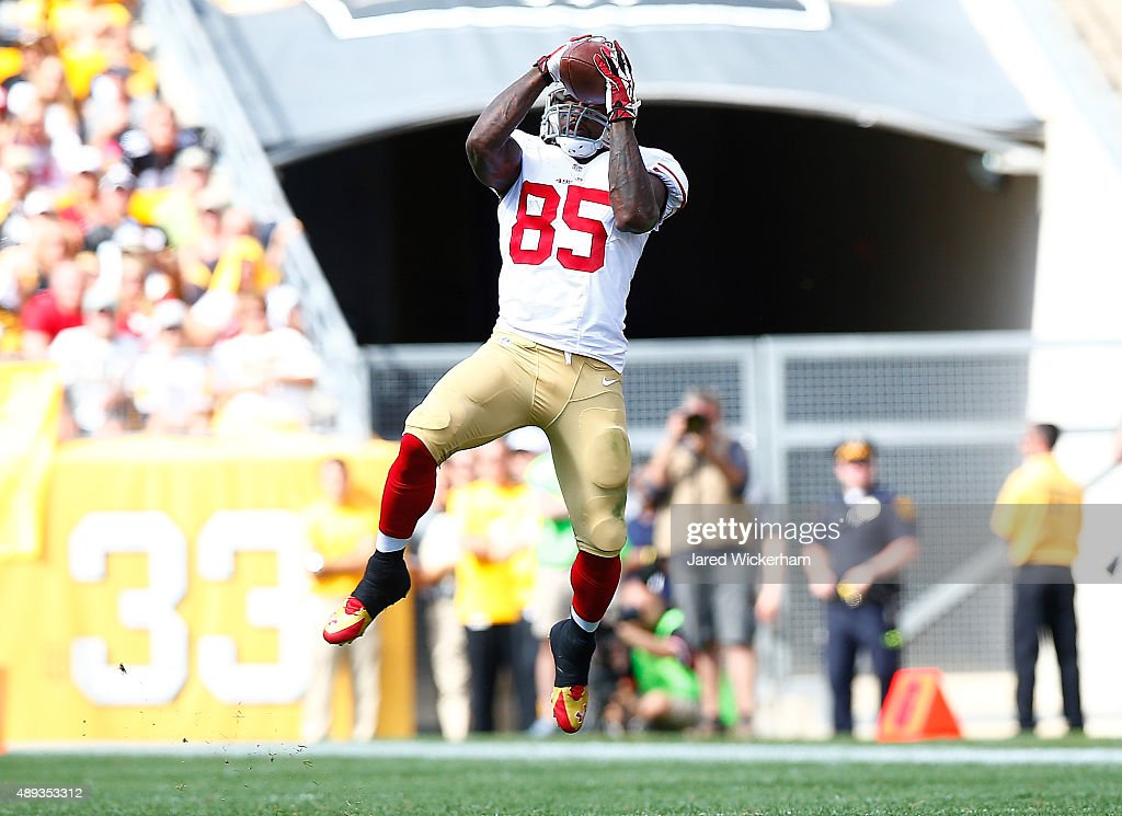 Vernon Davis of the San Francisco 49ers catches a pass in the third quarter against the Pittsburgh Steelers during the game at Heinz Field on...
