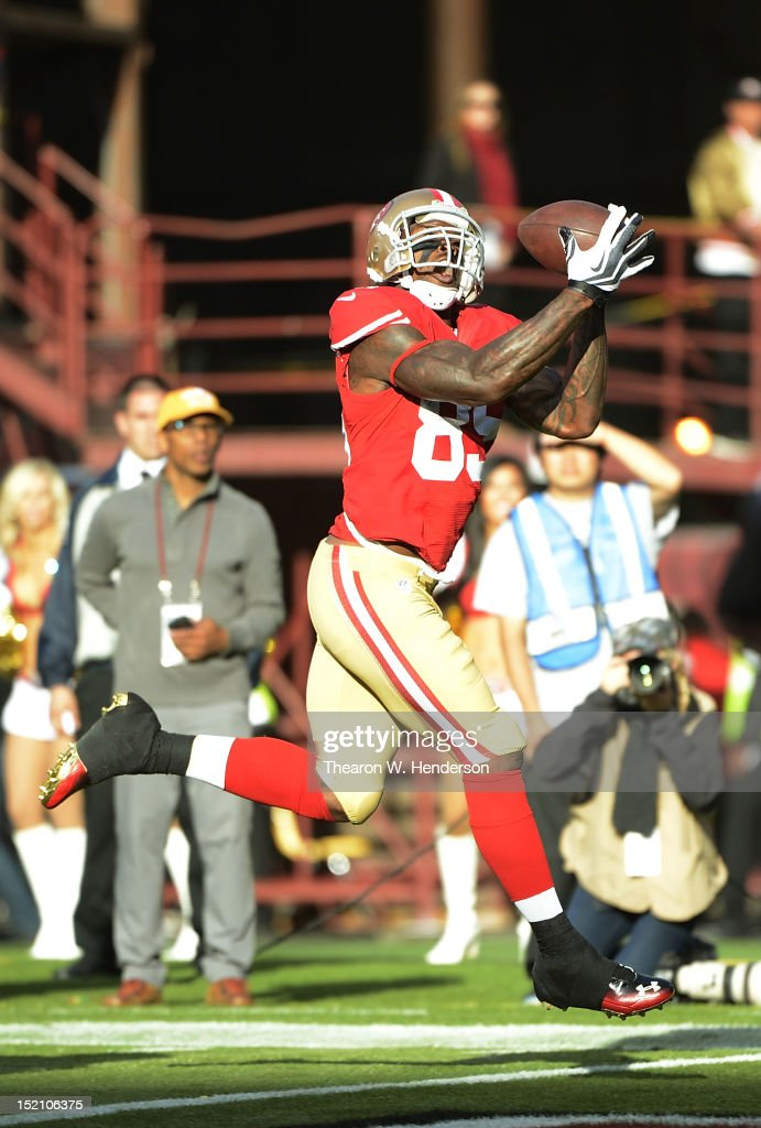 Vernon Davis #85 of the San Francisco 49ers catches a twenty one yard touchdown pass in the first quarter against the Detroit Lions at Candlestick Park on September 16, 2012 in San Francisco, California.