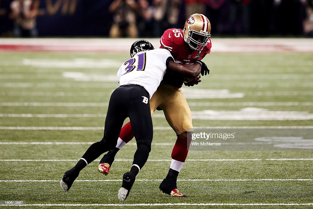 Vernon Davis #85 of the San Francisco 49ers makes a reception in the first quarter against Bernard Pollard #31 of the Baltimore Ravens during Super Bowl XLVII at the Mercedes-Benz Superdome on February 3, 2013 in New Orleans, Louisiana.