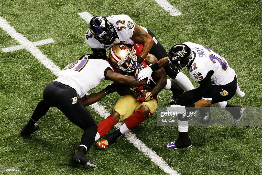 Vernon Davis #85 of the San Francisco 49ers makes a reception in the second quarter against Bernard Pollard #31, Ray Lewis #52 and Jimmy Smith #22 of the Baltimore Ravens during Super Bowl XLVII at the Mercedes-Benz Superdome on February 3, 2013 in New Orleans, Louisiana.