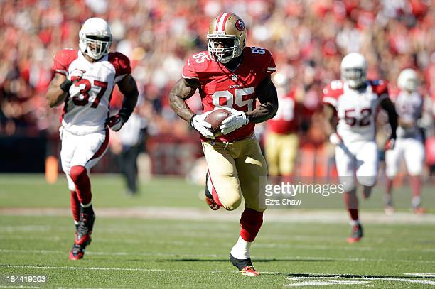 Vernon Davis of the San Francisco 49ers outruns Yeremiah Bell of the Arizona Cardinals on his way to scoring a touchdown at Candlestick Park on...