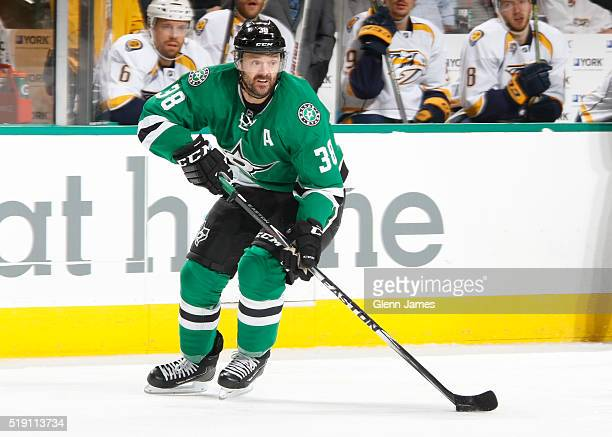 Vernon Fiddler of the Dallas Stars handles the puck against the Nashville Predators at the American Airlines Center on March 29 2016 in Dallas Texas