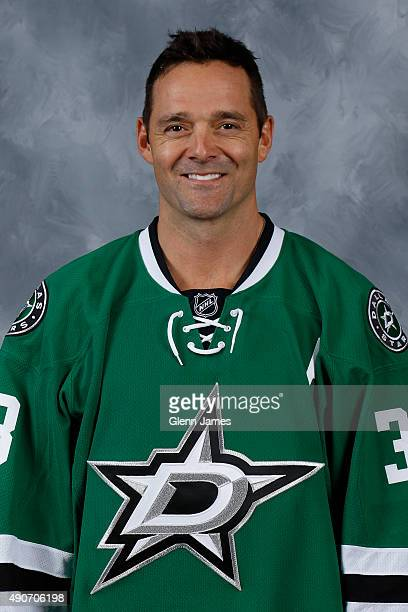 Vernon Fiddler of the Dallas Stars poses for his official headshot for the 20152016 season on September 17 2015 at the Dr Pepper Stars Center in...