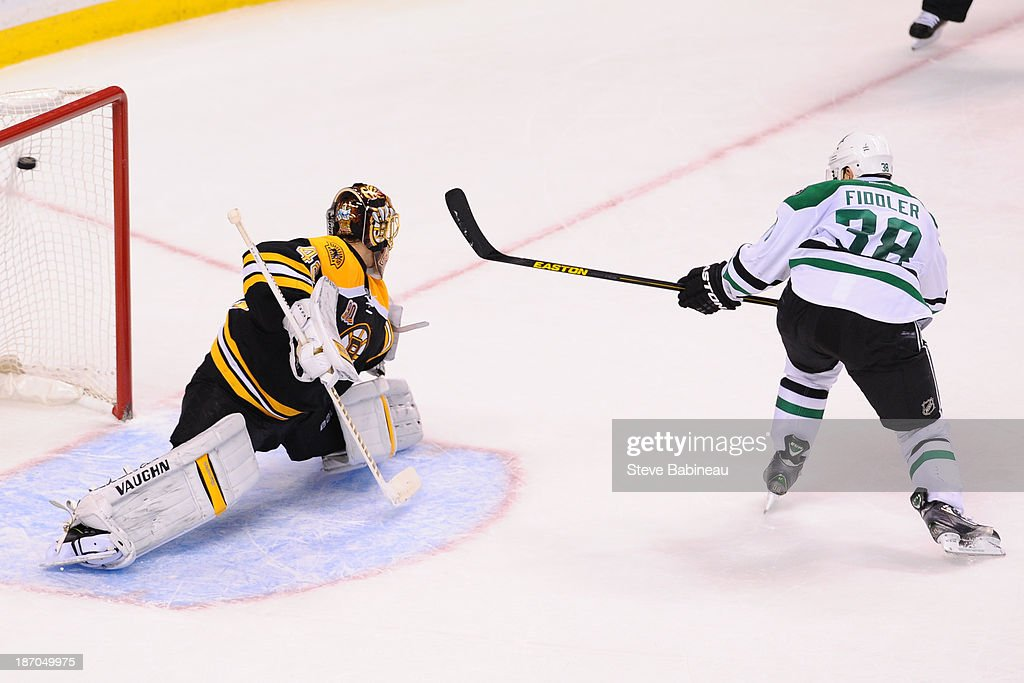<a gi-track='captionPersonalityLinkClicked' href=/galleries/search?phrase=Vernon+Fiddler&family=editorial&specificpeople=208086 ng-click='$event.stopPropagation()'>Vernon Fiddler</a> #38 of the Dallas Stars scores in a penalty shot against Tuukka Rask #40 of the Boston Bruins at the TD Garden on November 5, 2013 in Boston, Massachusetts.