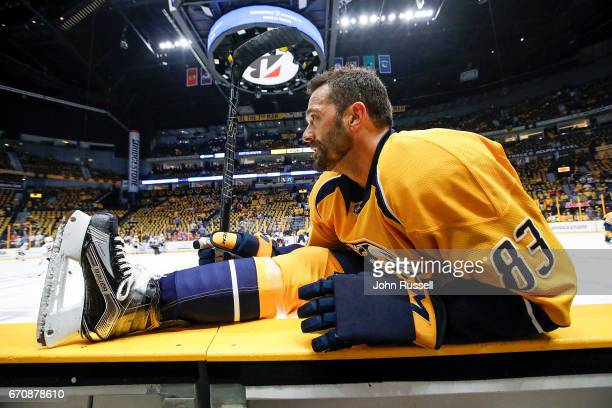Vernon Fiddler of the Nashville Predators stretches in warmups prior to Game Four of the Western Conference First Round against the Chicago...