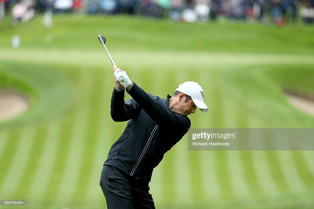 <a gi-track='captionPersonalityLinkClicked' href=/galleries/search?phrase=Vernon+Kay&family=editorial&specificpeople=211386 ng-click='$event.stopPropagation()'>Vernon Kay</a> tees off during the Pro-Am prior to the BMW PGA Championship at Wentworth on May 25, 2016 in Virginia Water, England.