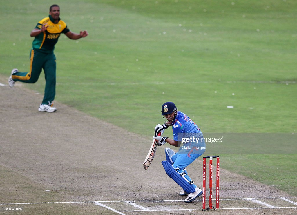 Vernon Philander bowls to Suresh raina during the 2nd Momentum ODI match between South Africa and India at Sahara Stadium Kingsmead on December 08, 2013 in Durban, South Africa.
