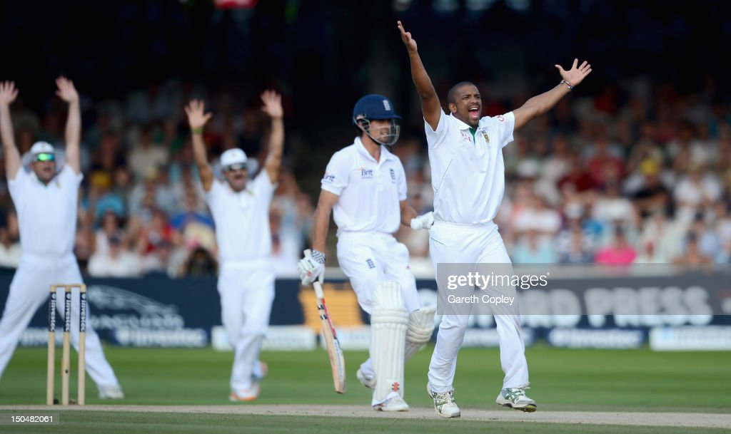 <a gi-track='captionPersonalityLinkClicked' href=/galleries/search?phrase=Vernon+Philander&family=editorial&specificpeople=4353155 ng-click='$event.stopPropagation()'>Vernon Philander</a> of South Africa celebrates dismissing Alastair Cook of England during day four of 3rd Investec Test match between England and South Africa at Lord's Cricket Ground on August 19, 2012 in London, England.