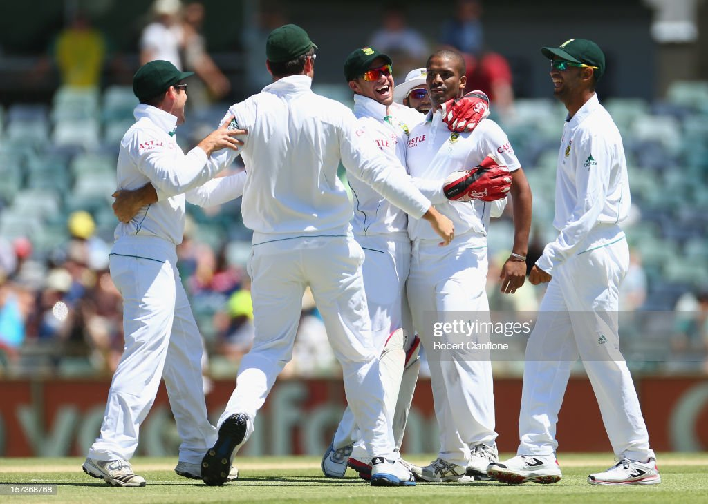 <a gi-track='captionPersonalityLinkClicked' href=/galleries/search?phrase=Vernon+Philander&family=editorial&specificpeople=4353155 ng-click='$event.stopPropagation()'>Vernon Philander</a> of South Africa celebrates taking the wicket of David Warner of Australia during day four of the Third Test Match between Australia and South Africa at WACA on December 3, 2012 in Perth, Australia.