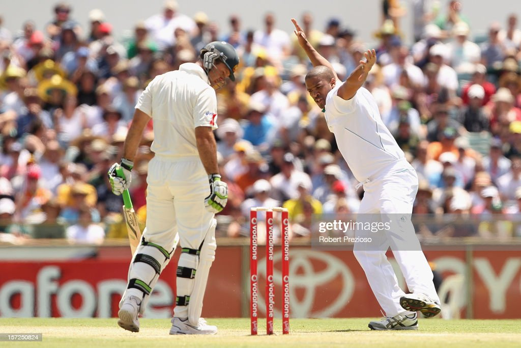 <a gi-track='captionPersonalityLinkClicked' href=/galleries/search?phrase=Vernon+Philander&family=editorial&specificpeople=4353155 ng-click='$event.stopPropagation()'>Vernon Philander</a> of South Africa celebrates the wicket of <a gi-track='captionPersonalityLinkClicked' href=/galleries/search?phrase=Ricky+Ponting&family=editorial&specificpeople=176564 ng-click='$event.stopPropagation()'>Ricky Ponting</a> of Australia during day two of the Third Test Match between Australia and South Africa at the WACA on December 1, 2012 in Perth, Australia.
