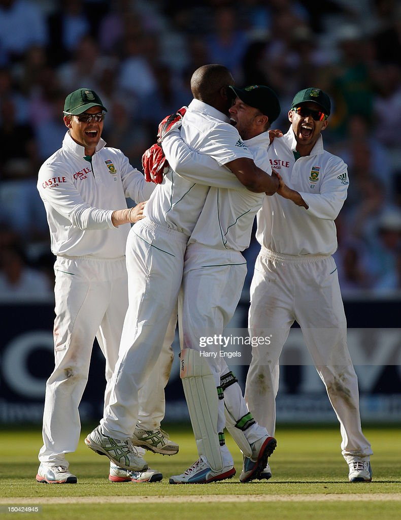 <a gi-track='captionPersonalityLinkClicked' href=/galleries/search?phrase=Vernon+Philander&family=editorial&specificpeople=4353155 ng-click='$event.stopPropagation()'>Vernon Philander</a> of South Africa (2L) is congratulated by teammates <a gi-track='captionPersonalityLinkClicked' href=/galleries/search?phrase=Jacques+Rudolph&family=editorial&specificpeople=208249 ng-click='$event.stopPropagation()'>Jacques Rudolph</a> (L), AB de Villers (2R) & Jean-Paul Duminy (R) after dismissing Ian Bell of England (not pictured) during day two of the 3rd Investec Test match between England and South Africa at Lord's Cricket Ground on August 17, 2012 in London, England.