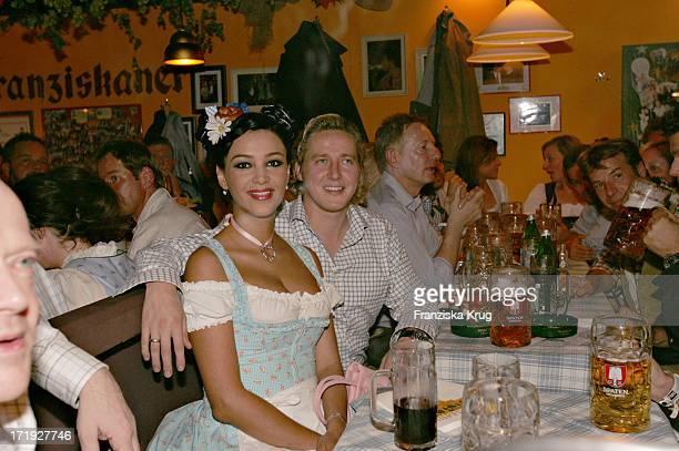 Verona Feldbusch Pooth Mit Ehemann Franjo Pooth Beim Stammtisch Von Der Zeitschrift 'Frau Im Spiegel' Im Hippodrom Auf Dem Oktoberfest In München Am...