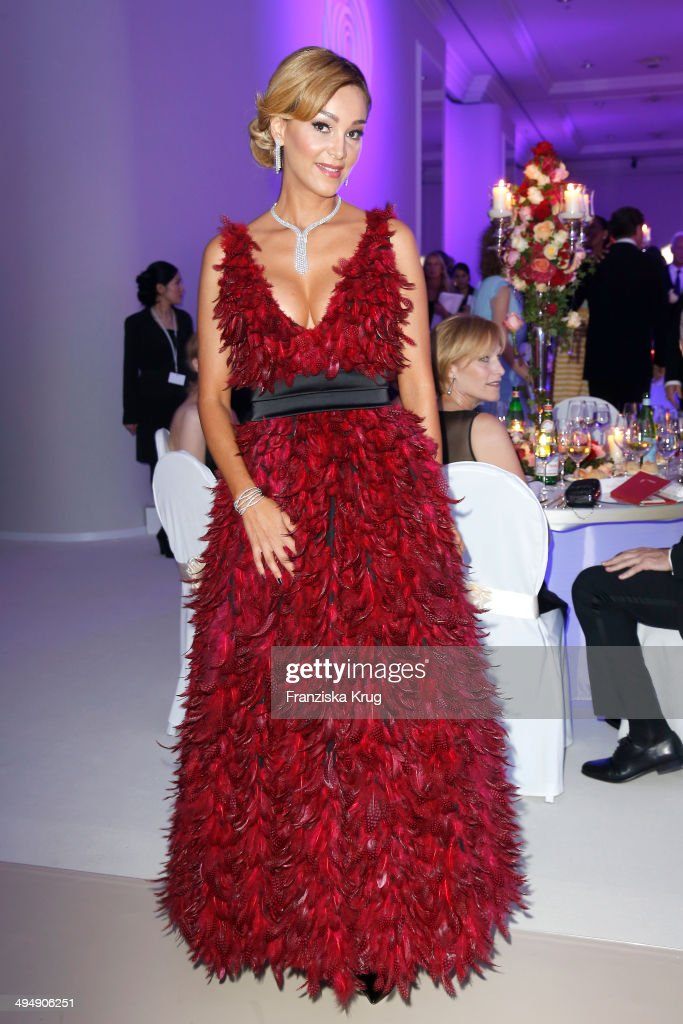 <a gi-track='captionPersonalityLinkClicked' href=/galleries/search?phrase=Verona+Pooth&family=editorial&specificpeople=156422 ng-click='$event.stopPropagation()'>Verona Pooth</a> attends the Rosenball 2014 on May 31, 2014 in Berlin, Germany.