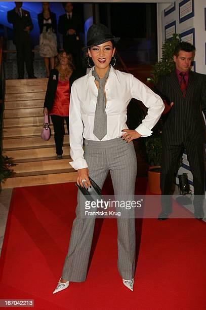 Verona Pooth Bei Der Verleihung Des 'Deutschen Medienpreis 2005' Im Kongresshaus Baden Baden Am 130205
