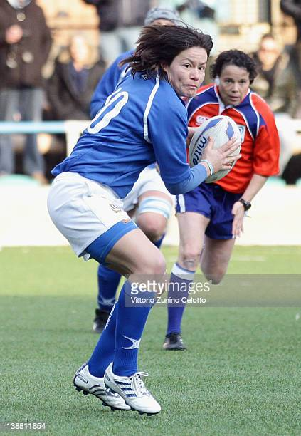 Veronica Schiavon of Italy passes the ball during the Women's Six Nations match between Italy and England at centro sportivo Venegoni/Marazzini on...