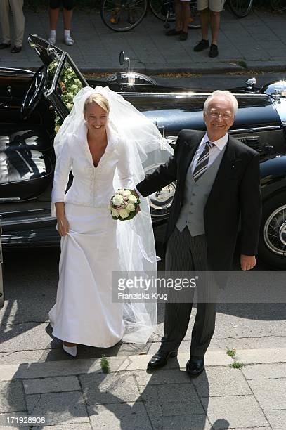 Veronica Stoiber Mit Vater Edmund Stoiber Bei Ihrer Ankunft An Der Kirche