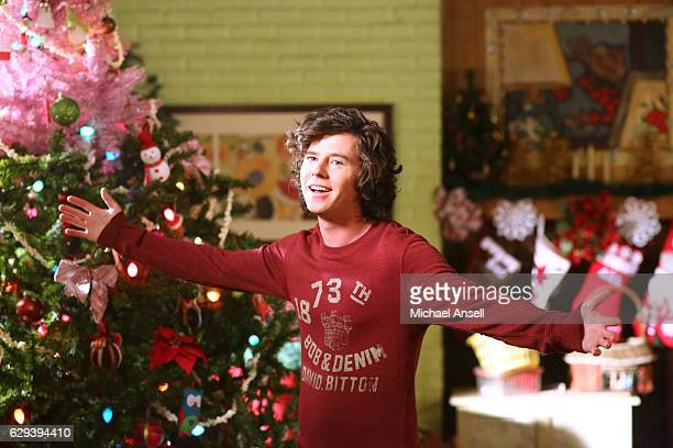 THE MIDDLE 'A Very Marry Christmas' As Christmas approaches Sue keeps a holiday secret from the family after agreeing to watch the neighbor's three...