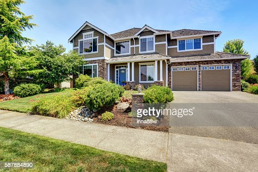 Very neat American house with gorgeous outdoor landscape. : Stock Photo