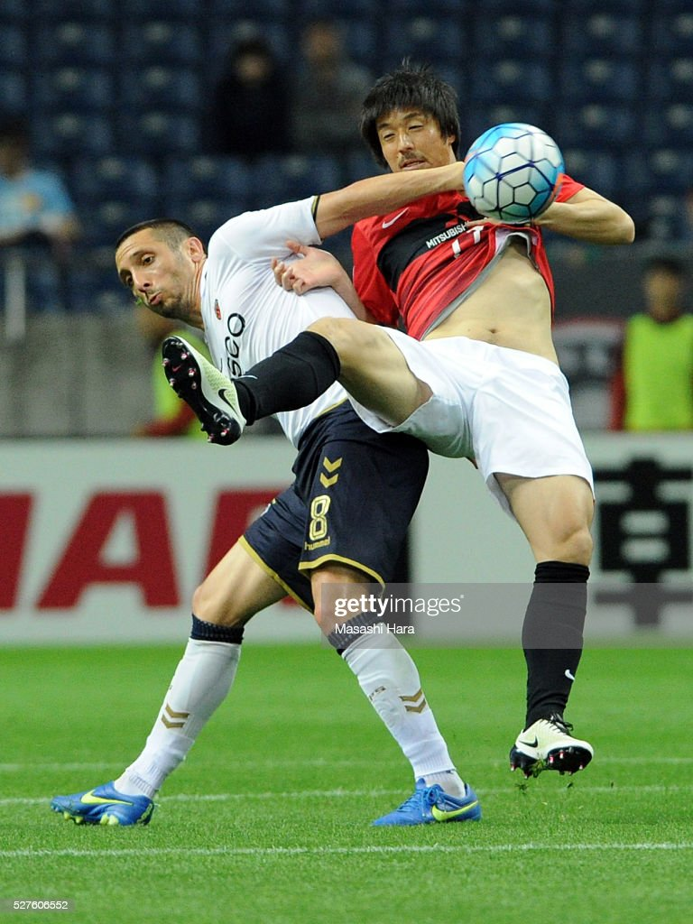 Veselinovic Lazar #8 of Pohang Steelers (L) and Mitsuru Nagata #17 of Urawa Red Diamonds compete for the ball during the AFC Champions League Group H match between Urawa Red Diamonds and Pohang Steelers at the Saitama Stadium on May 3, 2016 in Saitama, Japan.