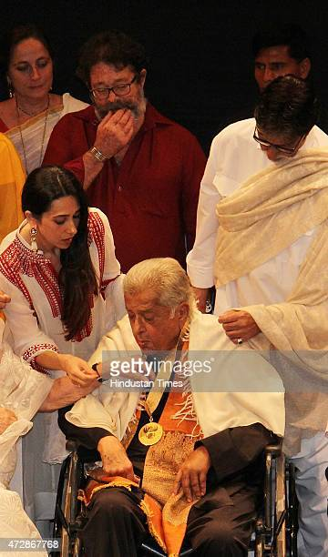 Veteran actor Shashi Kapoor and Bollywood actors Karisma Kapoor Sanjana Kapoor Kunal Kapoor and Amitabh Bachchan after receive the Dadasaheb Phalke...