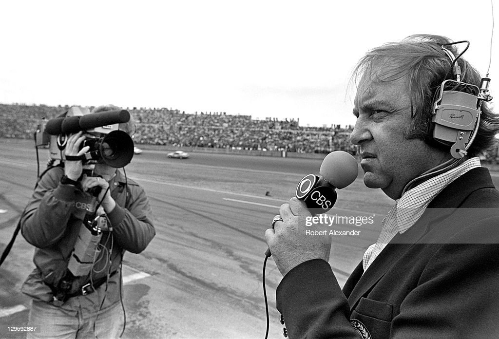 Veteran motorsports journalist and CBSTV broadcaster Brock Yates reports from the pits during the 1981 Daytona 500 on February 15 1981 at the Daytona...