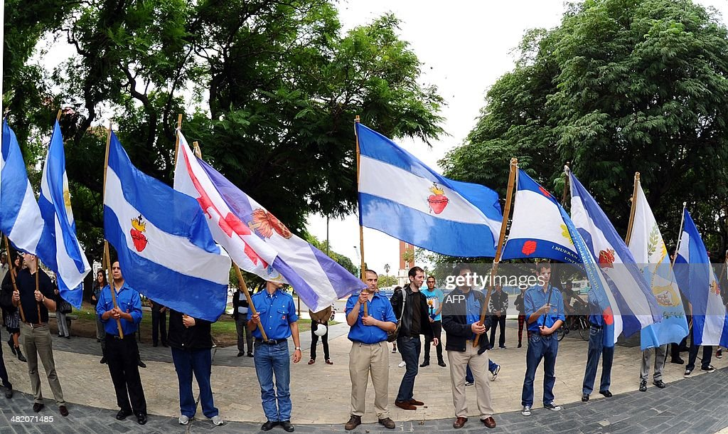 Veterans of the 1982 Falklands (Malvinas) War and relatives participate in a ceremony at San Martin Square to honor the soldiers who died in the South Atlantic conflict between Great Britain and Argentina, in Buenos Aires on April 2, 2014 during the 32nd anniversary of the war. .