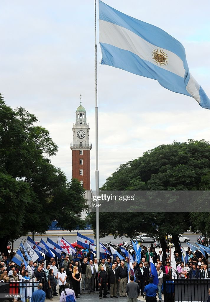 Veterans of the 1982 Falklands (Malvinas) War and relatives participate in a ceremony at San Martin Square to honor the soldiers who died in the South Atlantic conflict between Great Britain and Argentina, in Buenos Aires on April 2, 2014 during the 32nd anniversary of the war.