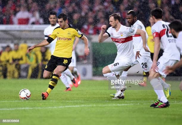 FUSSBALL VfB Stuttgart Borussia Dortmund Henrikh Mkhitaryan kann sich gegen Georg Niedermeier Serey Geoffroy Die und Christian Gentner durchsetzen