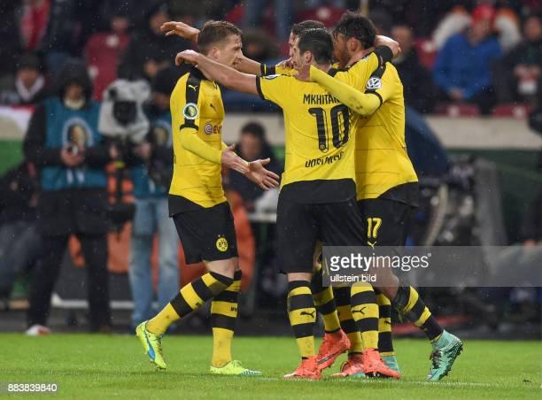 FUSSBALL VfB Stuttgart Borussia Dortmund 2 IMarco Reus Henrikh Mkhitaryan und PierreEmerick Aubameyang