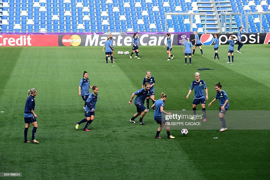 Vfl Wolfsburg players attend a training session on the eve of the UEFA Women's Champions League football Final against Lyon on May 25, 2016 the Citta del Tricolore stadium in Reggio Emilia. / AFP / GIUSEPPE